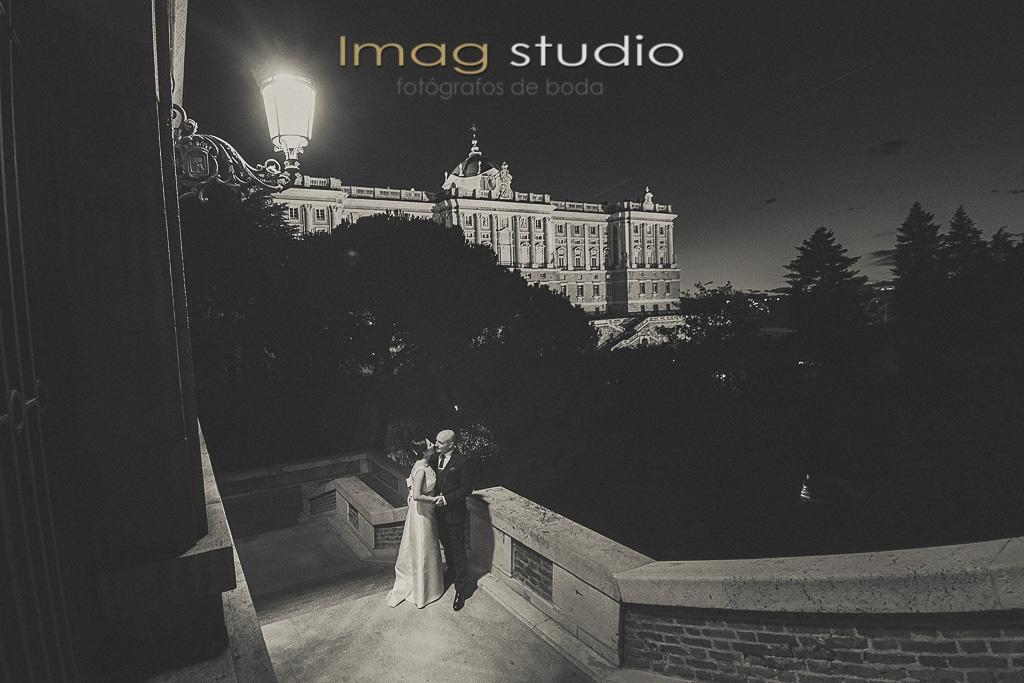 sesion fotografica de postboda en Hotel Silken Puerta America y Campos del Moro